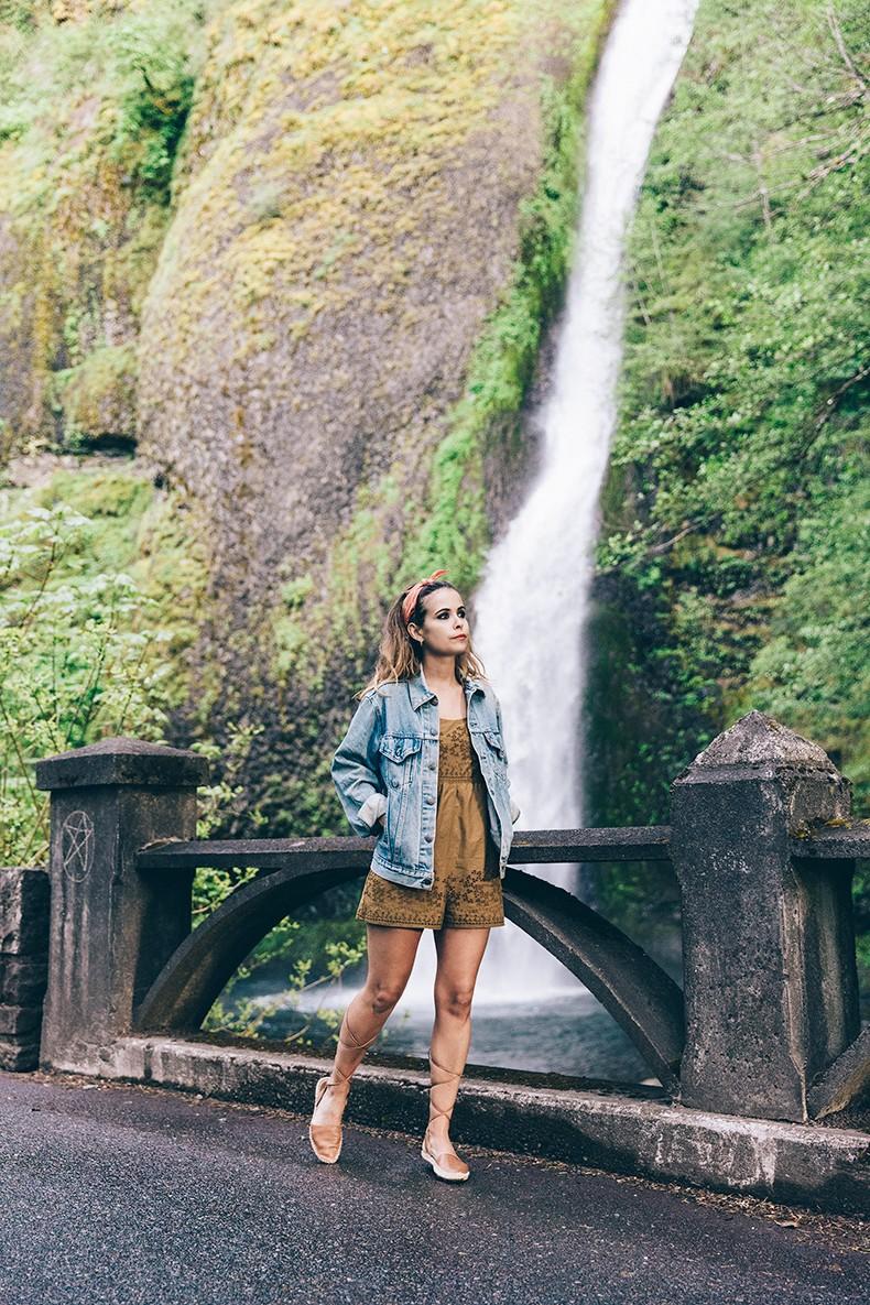 Oregon-Multnomah_Falls-Khaki_Jumpsuit-Denim_Jacket-Lace_Up_Espadrilles-Outfit-Collage_On_The_Road-45