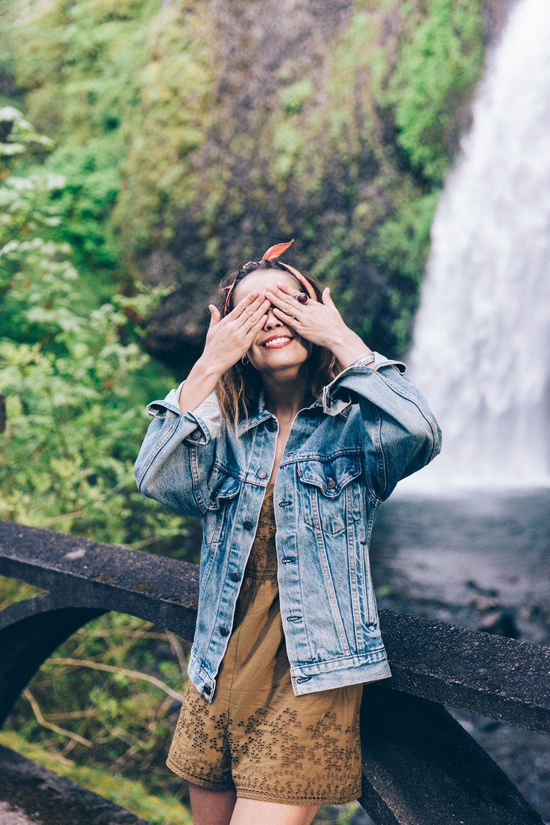 Oregon-Multnomah_Falls-Khaki_Jumpsuit-Denim_Jacket-Lace_Up_Espadrilles-Outfit-Collage_On_The_Road-50