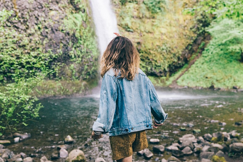 Oregon-Multnomah_Falls-Khaki_Jumpsuit-Denim_Jacket-Lace_Up_Espadrilles-Outfit-Collage_On_The_Road-59