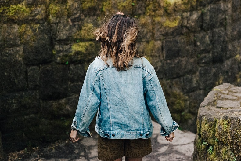 Oregon-Multnomah_Falls-Khaki_Jumpsuit-Denim_Jacket-Lace_Up_Espadrilles-Outfit-Collage_On_The_Road-65