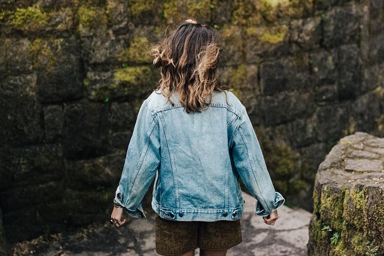 Oregon-Multnomah_Falls-Khaki_Jumpsuit-Denim_Jacket-Lace_Up_Espadrilles-Outfit-Collage_On_The_Road-65