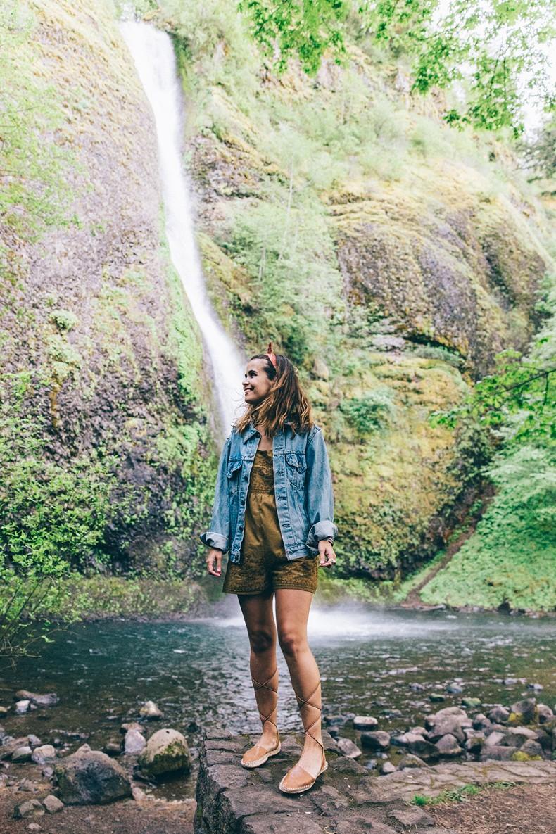 Oregon-Multnomah_Falls-Khaki_Jumpsuit-Denim_Jacket-Lace_Up_Espadrilles-Outfit-Collage_On_The_Road-68
