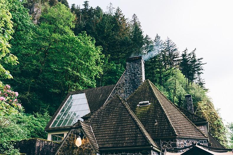 Oregon-Multnomah_Falls-Khaki_Jumpsuit-Denim_Jacket-Lace_Up_Espadrilles-Outfit-Collage_On_The_Road-8