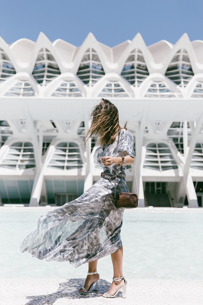 Tomorrowland-Valencia-Maje-Long_Dress-Snake_Bag-Silver_Sandals-Outfit-Street_Style-30