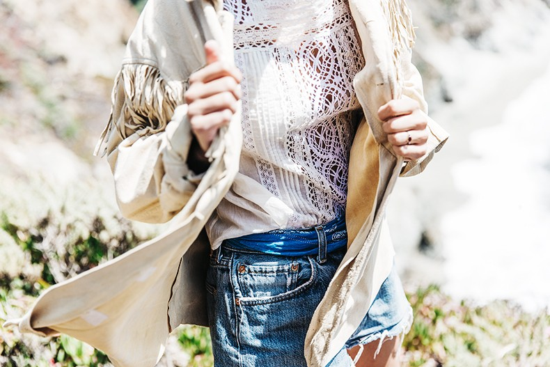 Big_Sur-Fringed_Suede_Jacket-Polo_Ralph_Lauren-Levis-Shorts-Sneakers-USA_Road_Trip-Outfit-Street_Style-