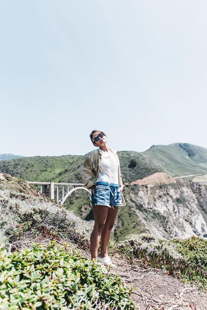 Big_Sur-Fringed_Suede_Jacket-Polo_Ralph_Lauren-Levis-Shorts-Sneakers-USA_Road_Trip-Outfit-Street_Style-39