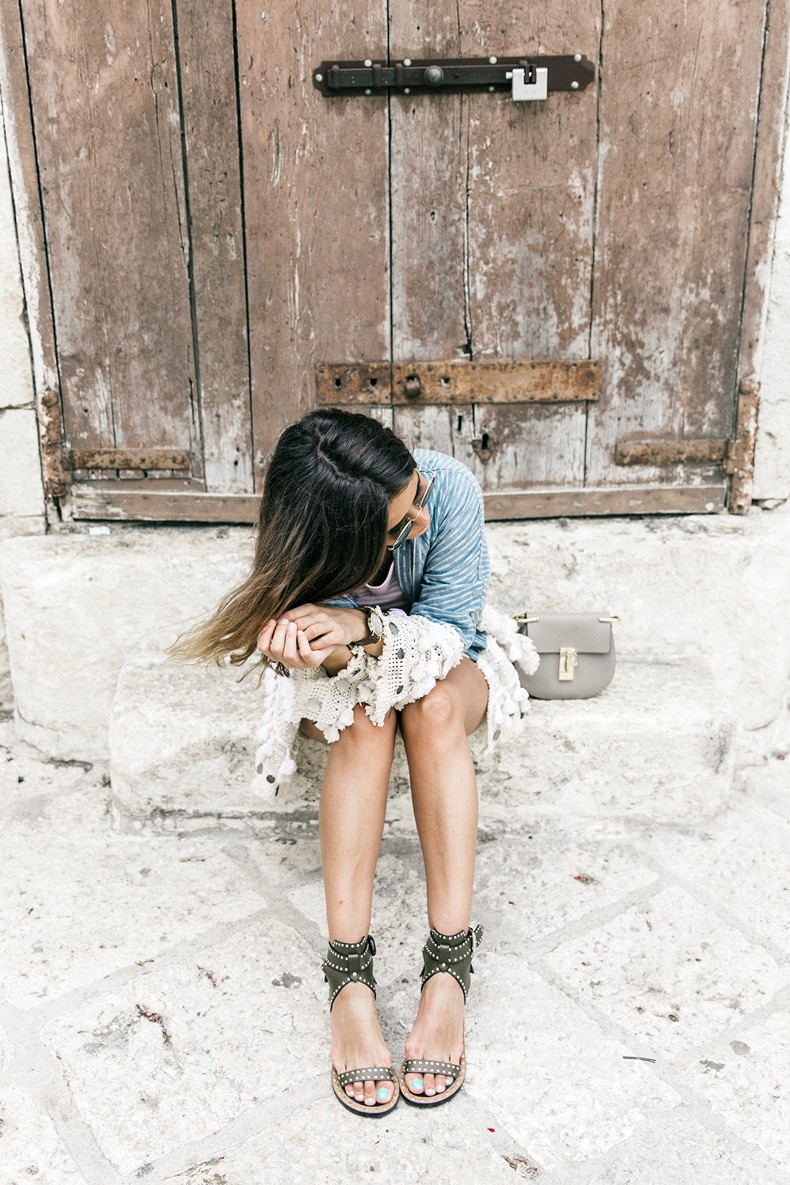 Conversano-Italy_road_trip-Poncho-Levis-Outfit-Isabel_Marant-Collage_Vintage-12
