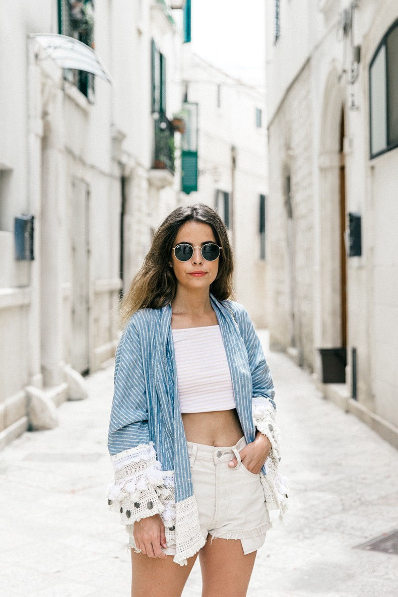 Conversano-Italy_road_trip-Poncho-Levis-Outfit-Isabel_Marant-Collage_Vintage-14