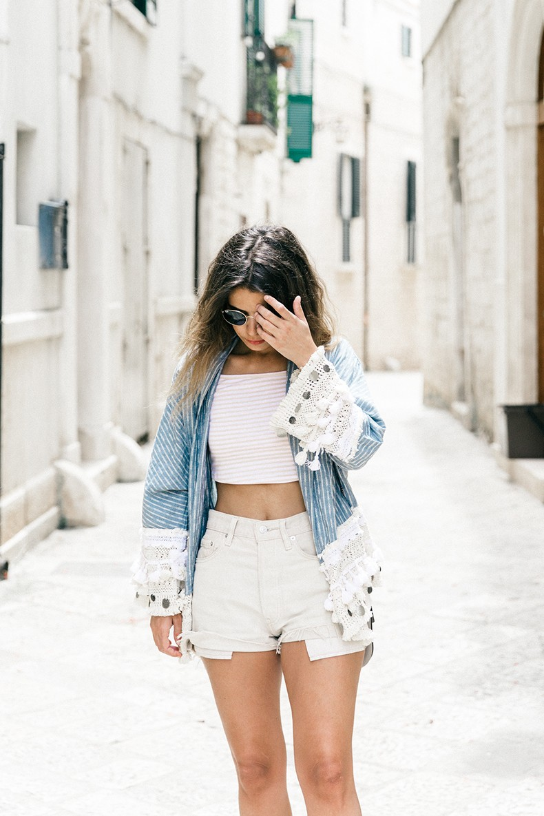 Conversano-Italy_road_trip-Poncho-Levis-Outfit-Isabel_Marant-Collage_Vintage-19