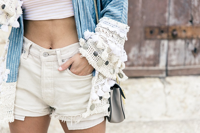 Conversano-Italy_road_trip-Poncho-Levis-Outfit-Isabel_Marant-Collage_Vintage-23