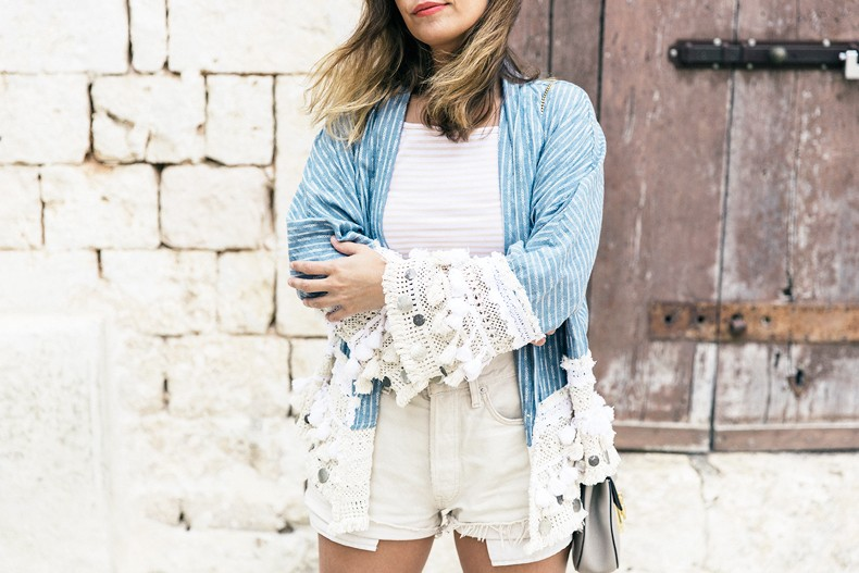 Conversano-Italy_road_trip-Poncho-Levis-Outfit-Isabel_Marant-Collage_Vintage-26