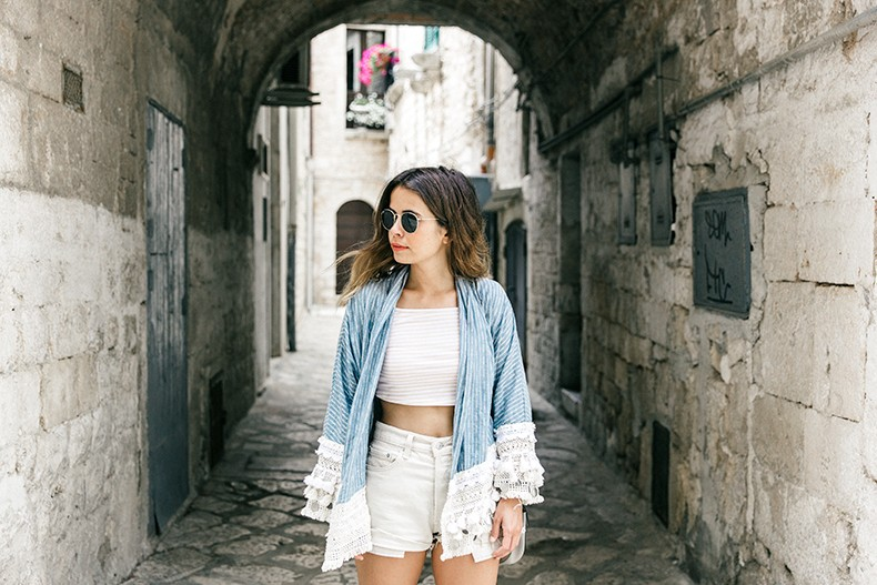 Conversano-Italy_road_trip-Poncho-Levis-Outfit-Isabel_Marant-Collage_Vintage-31