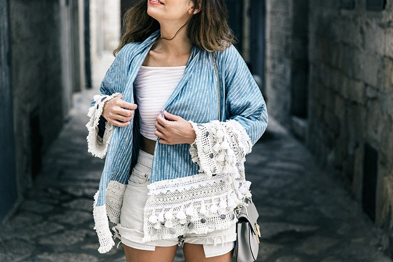 Conversano-Italy_road_trip-Poncho-Levis-Outfit-Isabel_Marant-Collage_Vintage-32