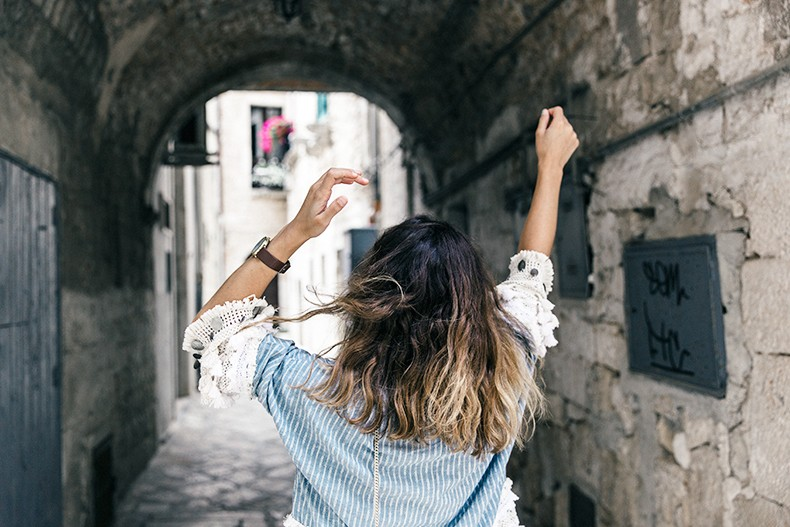 Conversano-Italy_road_trip-Poncho-Levis-Outfit-Isabel_Marant-Collage_Vintage-38
