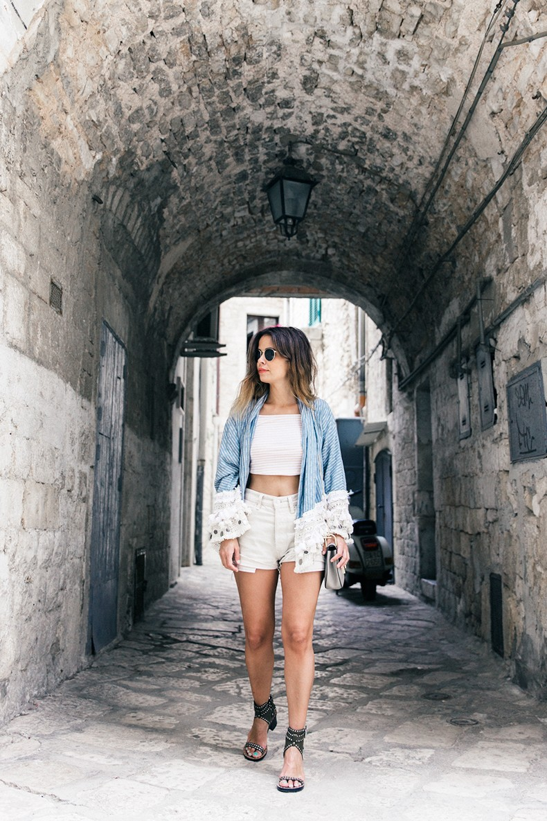 Conversano-Italy_road_trip-Poncho-Levis-Outfit-Isabel_Marant-Collage_Vintage-45