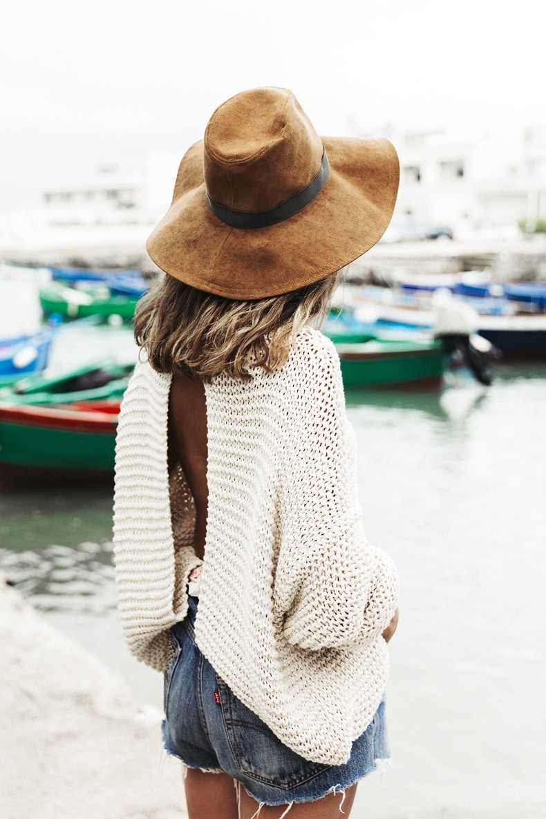 Open_Back_Knitwear-We_are_Knitters-Levis-Shorts-Isabel_Marant_Sandals-Outfit-Hat-Italy_Road_Trip-San_Vito-15