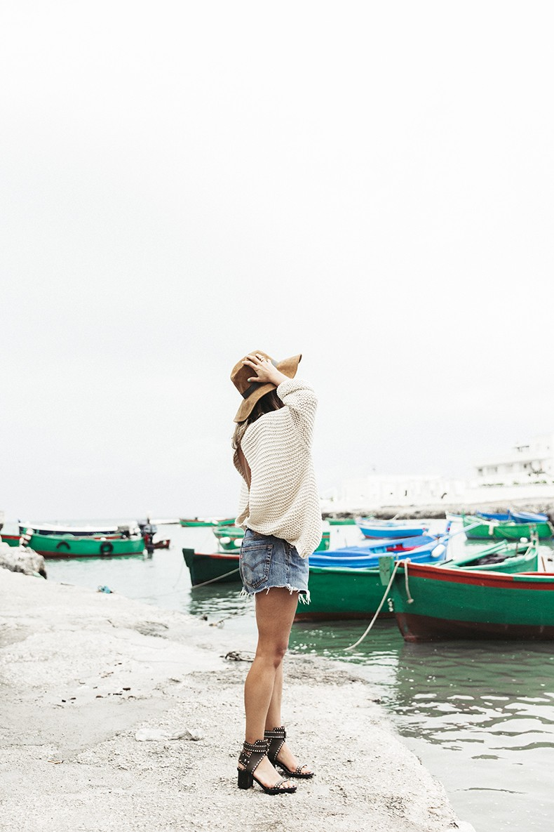 Open_Back_Knitwear-We_are_Knitters-Levis-Shorts-Isabel_Marant_Sandals-Outfit-Hat-Italy_Road_Trip-San_Vito-22