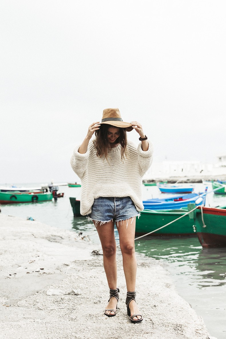 Open_Back_Knitwear-We_are_Knitters-Levis-Shorts-Isabel_Marant_Sandals-Outfit-Hat-Italy_Road_Trip-San_Vito-24