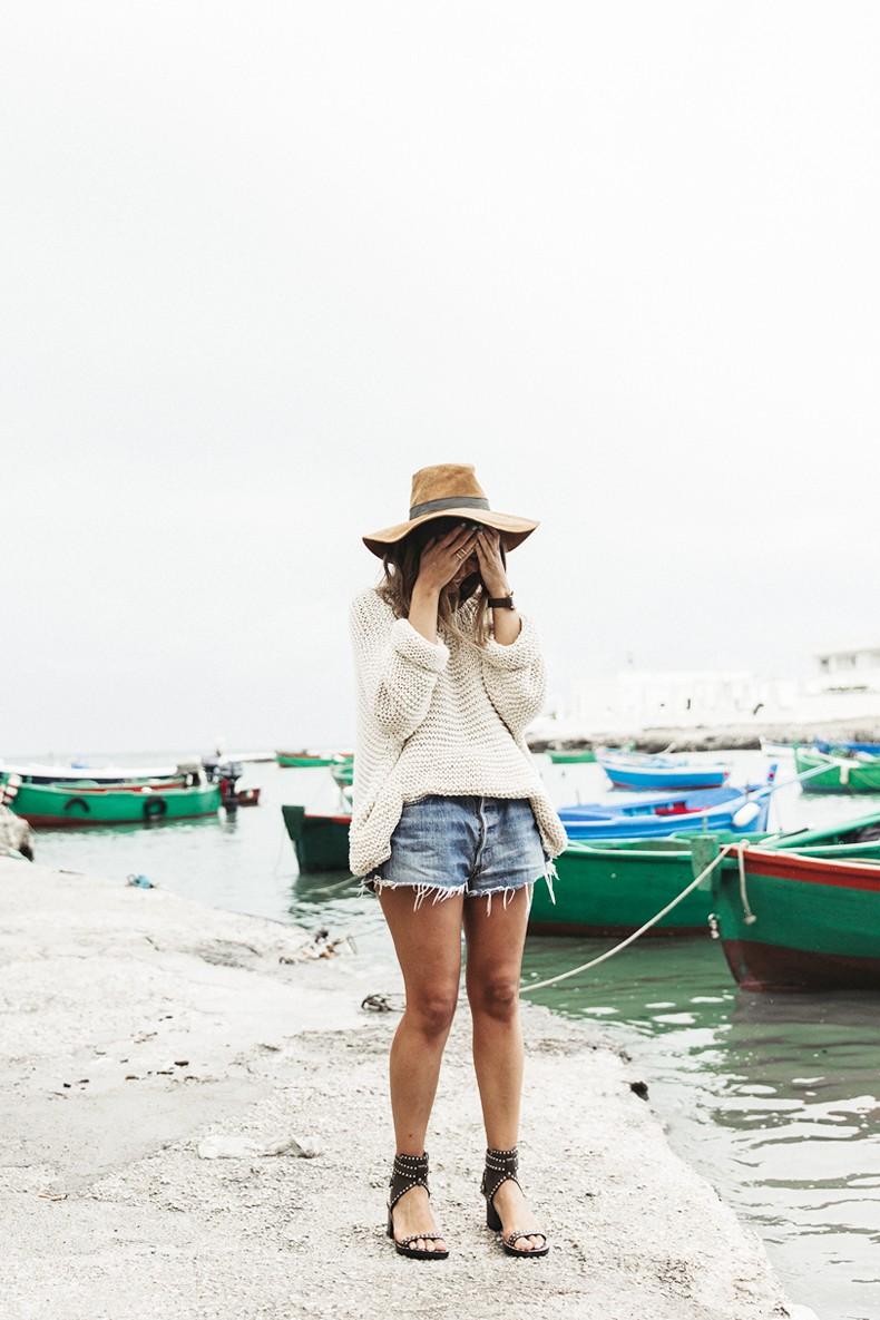 Open_Back_Knitwear-We_are_Knitters-Levis-Shorts-Isabel_Marant_Sandals-Outfit-Hat-Italy_Road_Trip-San_Vito-25