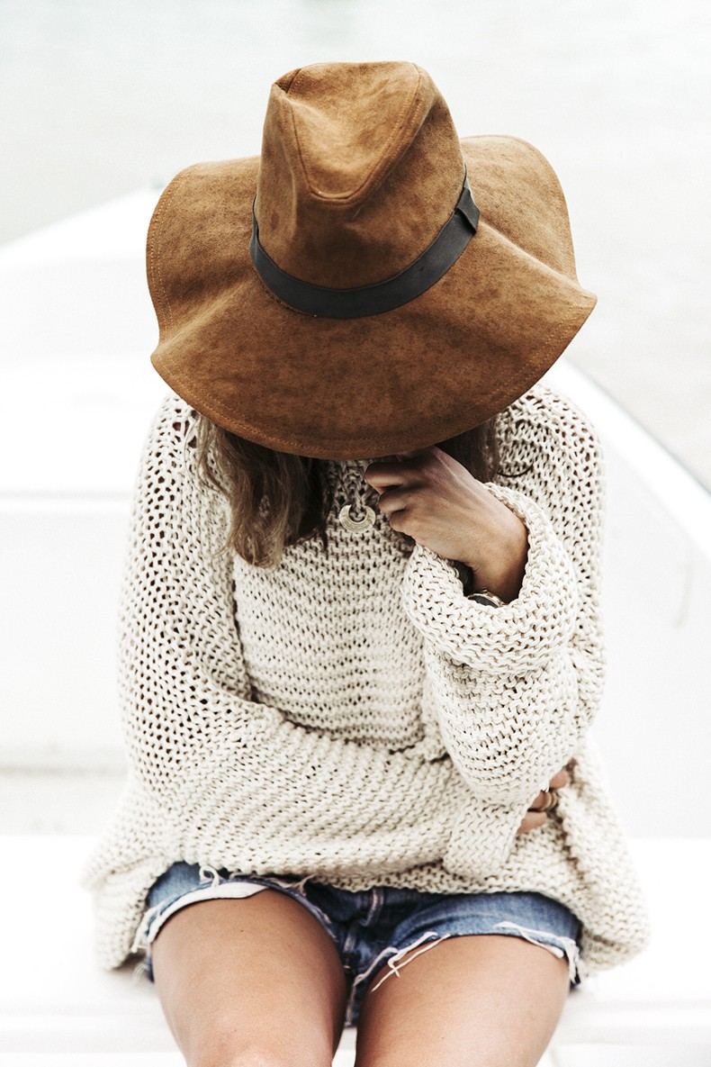 Open_Back_Knitwear-We_are_Knitters-Levis-Shorts-Isabel_Marant_Sandals-Outfit-Hat-Italy_Road_Trip-San_Vito-3