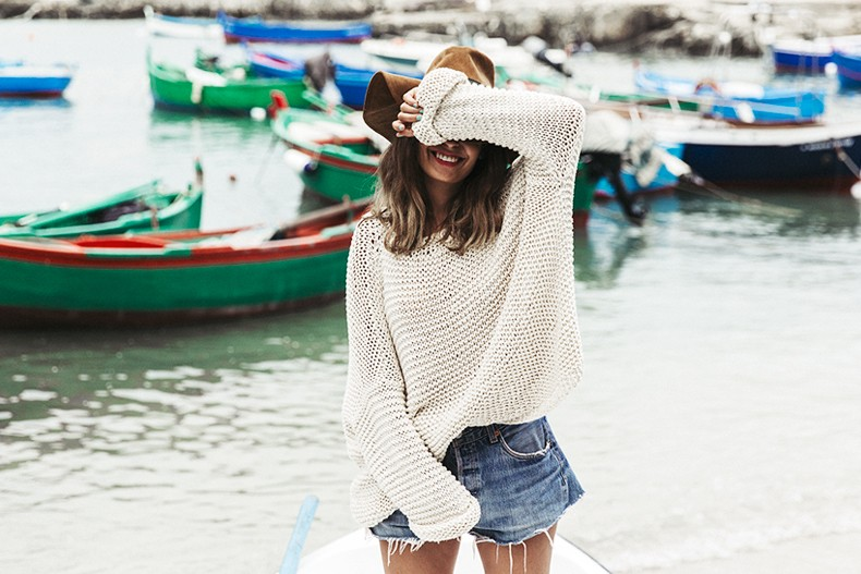 Open_Back_Knitwear-We_are_Knitters-Levis-Shorts-Isabel_Marant_Sandals-Outfit-Hat-Italy_Road_Trip-San_Vito-32