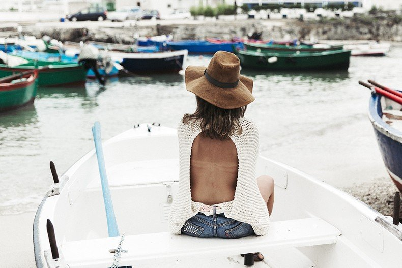 Open_Back_Knitwear-We_are_Knitters-Levis-Shorts-Isabel_Marant_Sandals-Outfit-Hat-Italy_Road_Trip-San_Vito-39