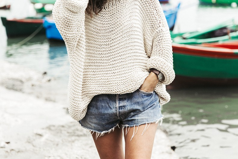 Open_Back_Knitwear-We_are_Knitters-Levis-Shorts-Isabel_Marant_Sandals-Outfit-Hat-Italy_Road_Trip-San_Vito-45
