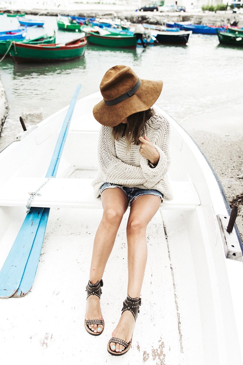 Open_Back_Knitwear-We_are_Knitters-Levis-Shorts-Isabel_Marant_Sandals-Outfit-Hat-Italy_Road_Trip-San_Vito-5