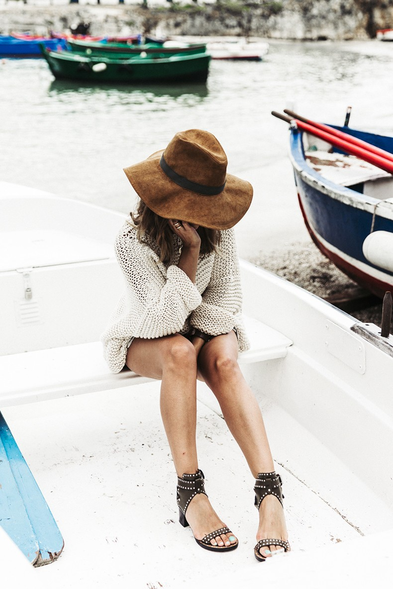 Open_Back_Knitwear-We_are_Knitters-Levis-Shorts-Isabel_Marant_Sandals-Outfit-Hat-Italy_Road_Trip-San_Vito-6