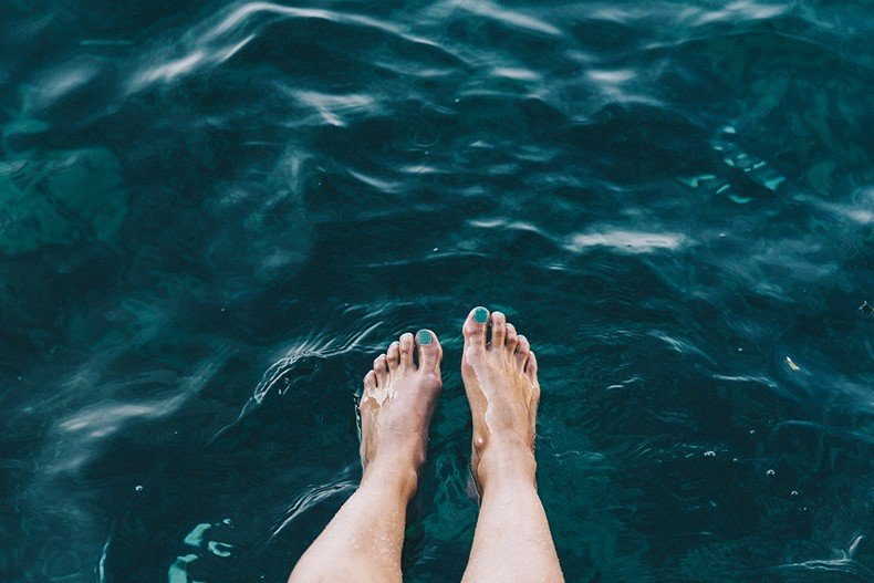 Polignano_A_Mare-Cala_Porto-Maje_Swimsuit-Ray_Ban-Floral_Headbanda-Claires_Bracelet-Swimwear-Italy_Road_Trip-15
