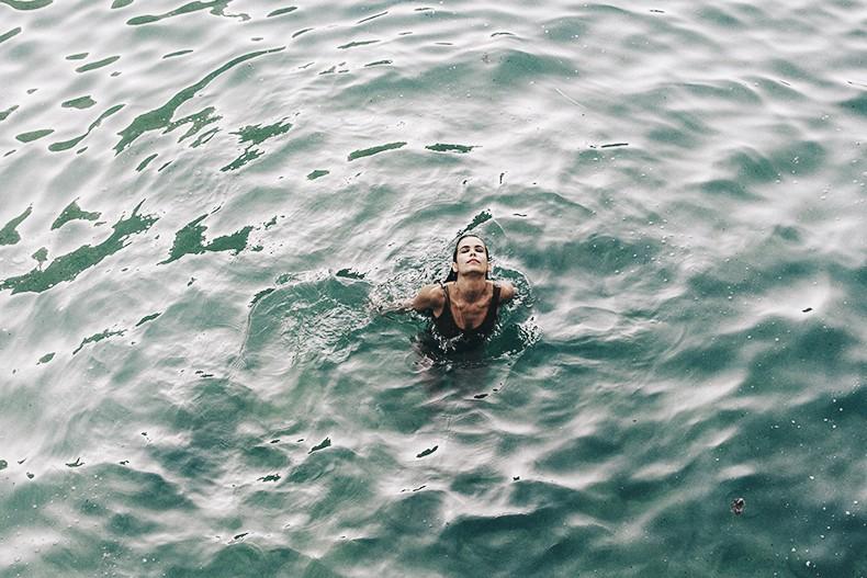 Polignano_A_Mare-Cala_Porto-Maje_Swimsuit-Ray_Ban-Floral_Headbanda-Claires_Bracelet-Swimwear-Italy_Road_Trip-22