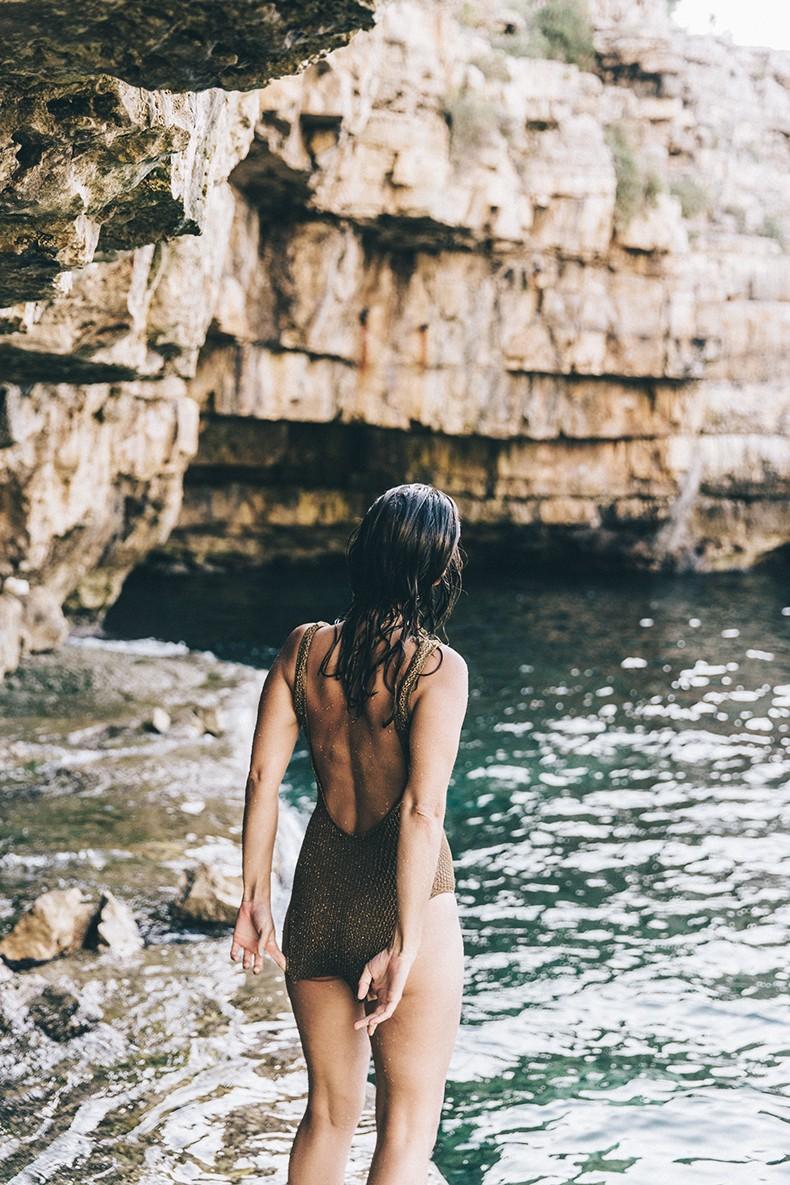 Polignano_A_Mare-Cala_Porto-Maje_Swimsuit-Ray_Ban-Floral_Headbanda-Claires_Bracelet-Swimwear-Italy_Road_Trip-3