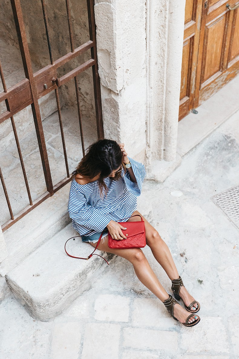 Polignano_A_Mare-Off_The_Shoulders_Top-Striped_Top-Levis-Louis_vuitton_Bag-Isabel_Marant-Shoes-Outfit-Guerlain-ROad_Trip-27