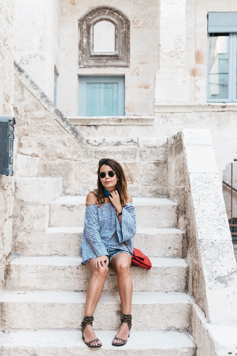 Polignano_A_Mare-Off_The_Shoulders_Top-Striped_Top-Levis-Louis_vuitton_Bag-Isabel_Marant-Shoes-Outfit-Guerlain-ROad_Trip-33