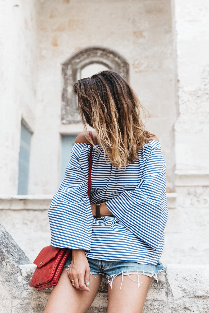 Polignano_A_Mare-Off_The_Shoulders_Top-Striped_Top-Levis-Louis_vuitton_Bag-Isabel_Marant-Shoes-Outfit-Guerlain-ROad_Trip-35