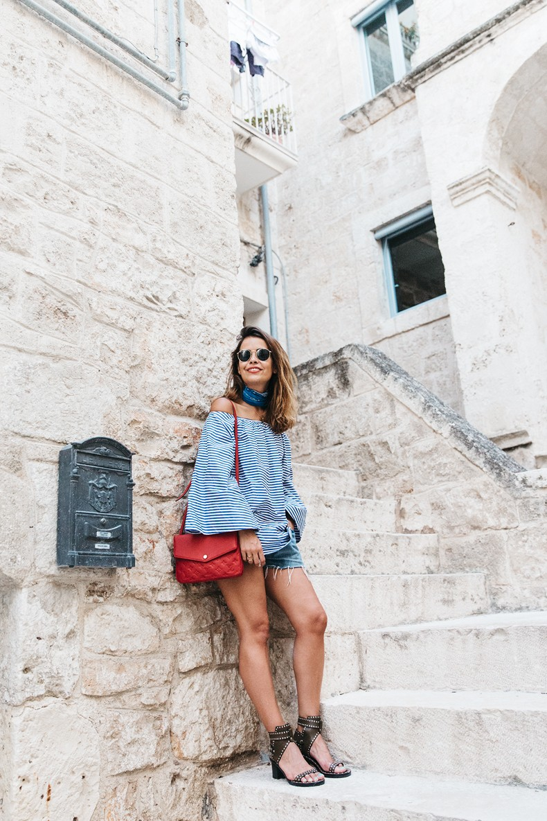 Polignano_A_Mare-Off_The_Shoulders_Top-Striped_Top-Levis-Louis_vuitton_Bag-Isabel_Marant-Shoes-Outfit-Guerlain-ROad_Trip-389