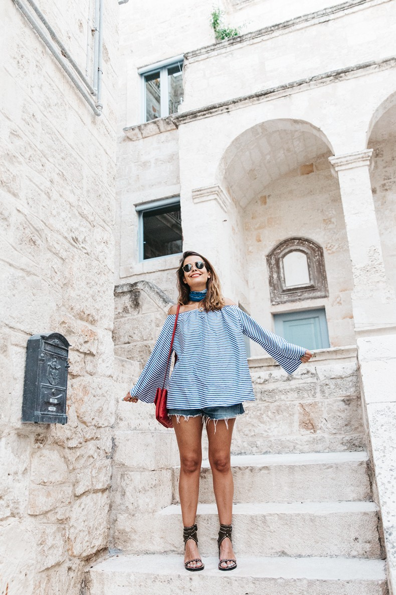 Polignano_A_Mare-Off_The_Shoulders_Top-Striped_Top-Levis-Louis_vuitton_Bag-Isabel_Marant-Shoes-Outfit-Guerlain-ROad_Trip-39