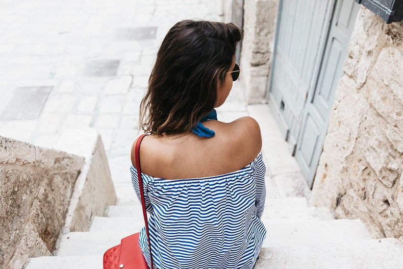Polignano_A_Mare-Off_The_Shoulders_Top-Striped_Top-Levis-Louis_vuitton_Bag-Isabel_Marant-Shoes-Outfit-Guerlain-ROad_Trip-48