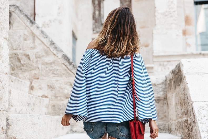 Polignano_A_Mare-Off_The_Shoulders_Top-Striped_Top-Levis-Louis_vuitton_Bag-Isabel_Marant-Shoes-Outfit-Guerlain-ROad_Trip-51