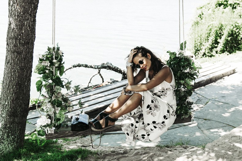 Revolve_In_The_Hamptons-Privacy_Please_Dress-Floral_Print-Black_Espadrilles-Chanel_Bag-Outfit-Street_Style-Pop_Up_Revolve-Collage_Vintage-29