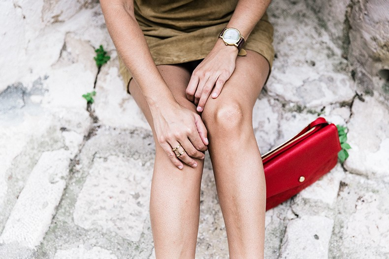 Suede_Dress-Louis_Vuitton_Red_Bag-Monogram.Isabel_Marant_Sandals-Outfit-Street_Style-Conversano-Italy_Road_Trip-13