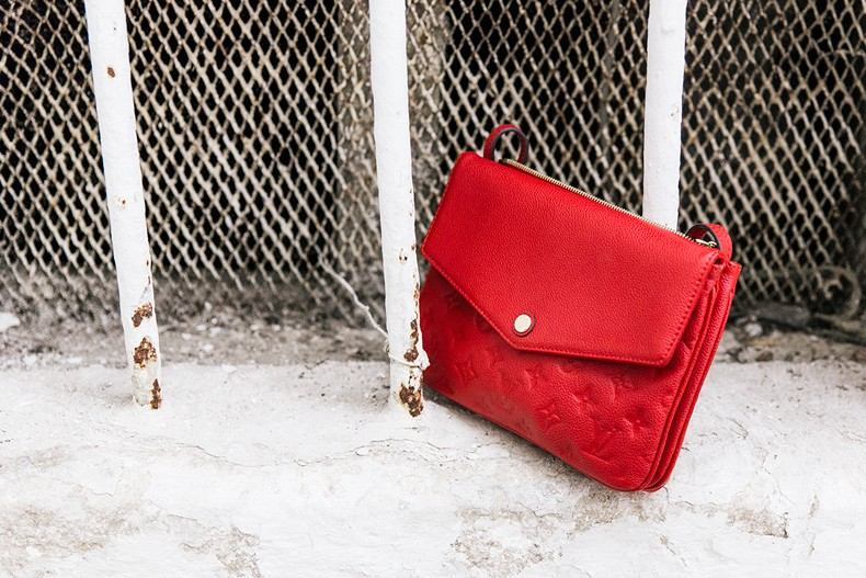 Suede_Dress-Louis_Vuitton_Red_Bag-Monogram.Isabel_Marant_Sandals-Outfit-Street_Style-Conversano-Italy_Road_Trip-15