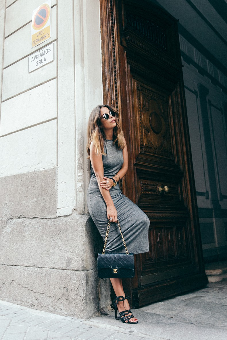 Topshop_Vintage_Collection-Silver_Pencil_Dress-Metallic-Lace_Up_Sandals-Open_Back_Dress-Ray_Ban-Chanel_Bag-Outfit-Street_Style-38