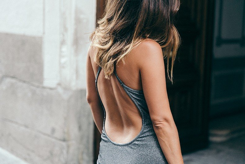 Topshop_Vintage_Collection-Silver_Pencil_Dress-Metallic-Lace_Up_Sandals-Open_Back_Dress-Ray_Ban-Chanel_Bag-Outfit-Street_Style-4