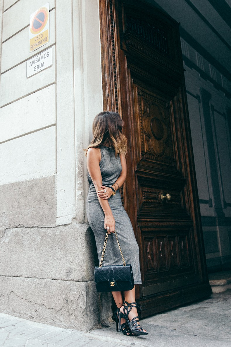 Topshop_Vintage_Collection-Silver_Pencil_Dress-Metallic-Lace_Up_Sandals-Open_Back_Dress-Ray_Ban-Chanel_Bag-Outfit-Street_Style-40