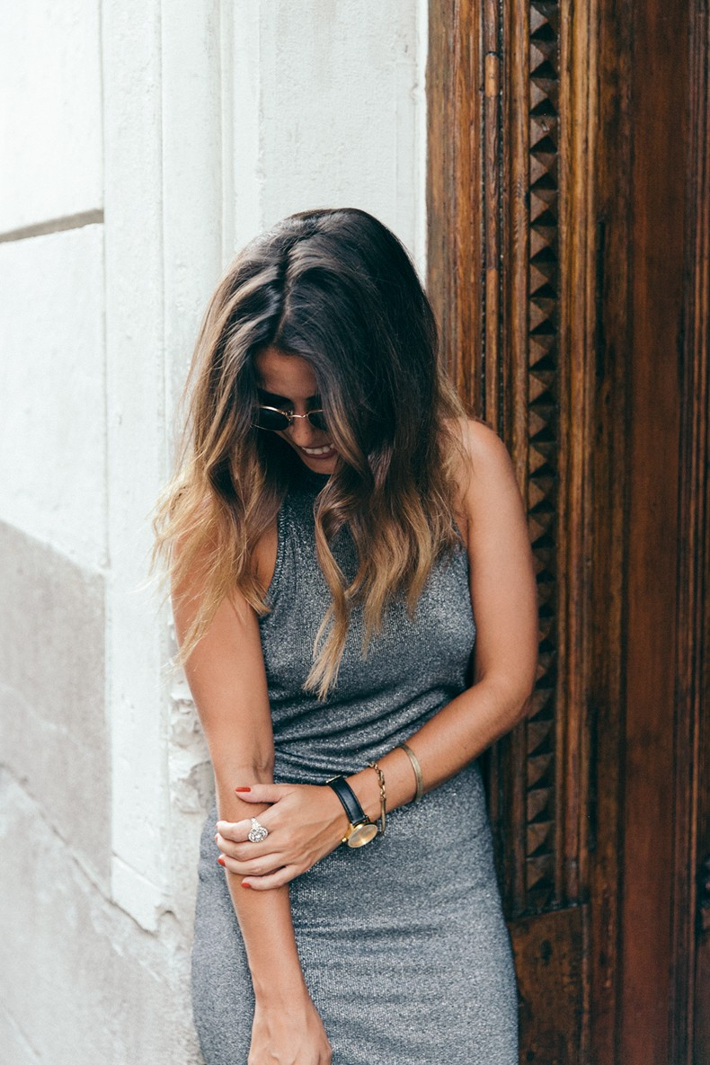 Topshop_Vintage_Collection-Silver_Pencil_Dress-Metallic-Lace_Up_Sandals-Open_Back_Dress-Ray_Ban-Chanel_Bag-Outfit-Street_Style-41