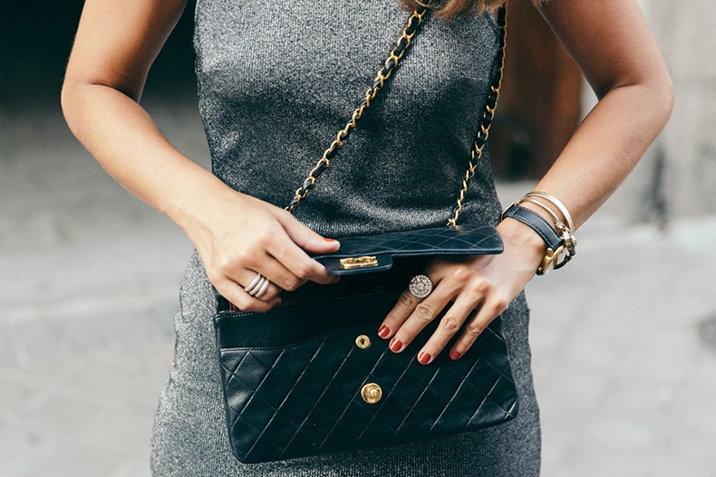 Topshop_Vintage_Collection-Silver_Pencil_Dress-Metallic-Lace_Up_Sandals-Open_Back_Dress-Ray_Ban-Chanel_Bag-Outfit-Street_Style-9
