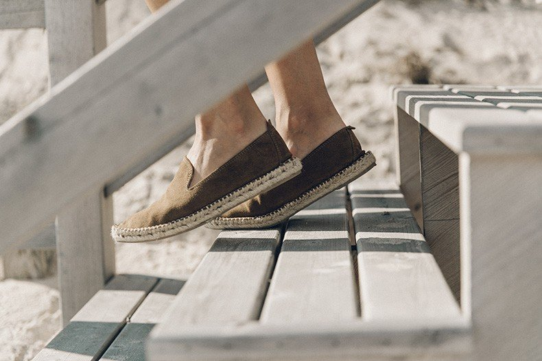 Flying_Point_Beach-The_Hamptons-Striped_Shorts-Saylor_NY-Espadrilles-Beach_Look-Chloe_Girls-Outfit-Revolve_In_The_Hamptons-15