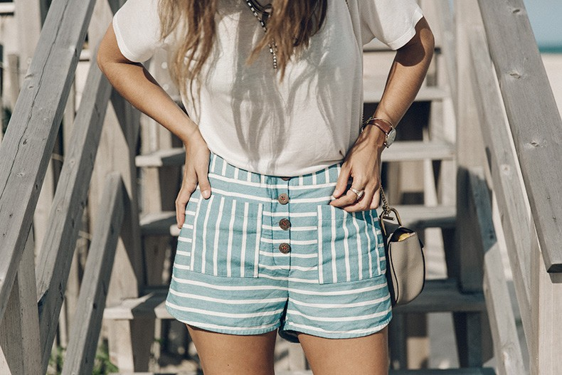 Flying_Point_Beach-The_Hamptons-Striped_Shorts-Saylor_NY-Espadrilles-Beach_Look-Chloe_Girls-Outfit-Revolve_In_The_Hamptons-2