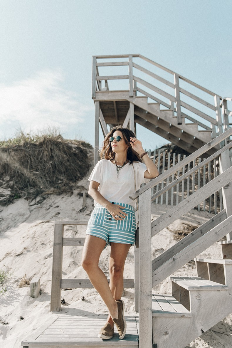 Flying_Point_Beach-The_Hamptons-Striped_Shorts-Saylor_NY-Espadrilles-Beach_Look-Chloe_Girls-Outfit-Revolve_In_The_Hamptons-56